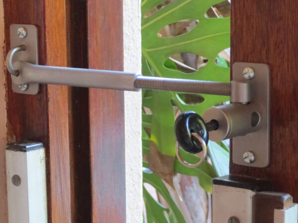 Door security lock - Locklatch